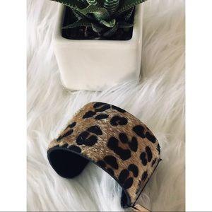 Jewelry - 🆕Cheetah print faux fur cuff